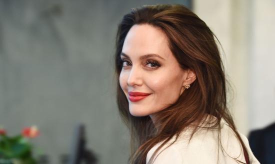 Факты об Анжелине Джоли